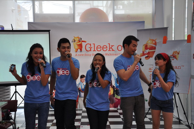 In partnership with Sony Music Entertainment, the launch of the Sony Ericsson W8 is inspired by the musical comedy-drama Glee. Guests were treated to a day of performances based on some of the pieces sung in Glee. The event took place in Johnny Rockets in Tomas Morato, Quezon City.