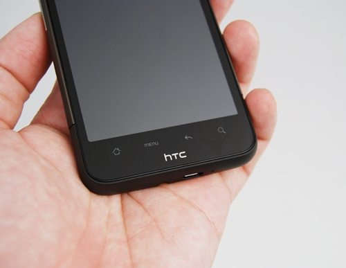 One of the obvious cosmetic differences can be found on the front panel. Like the Nexus One, the Desire HD chose to do away with physical buttons as well as the optical trackpad and instead, boasts of an array of touch-sensitive buttons. However, the layout and functions stay the same.