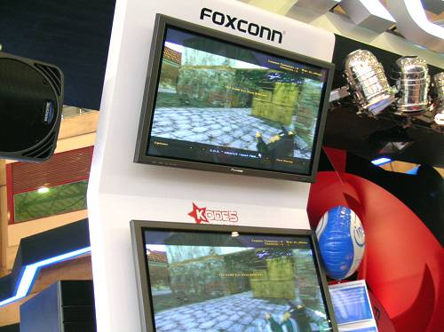 KODE5 Counter-Strike 1.6 live finals played and broadcasted from Foxconn's booth at Computex for the KODE5 Fox Hunt all girls CS tourney.