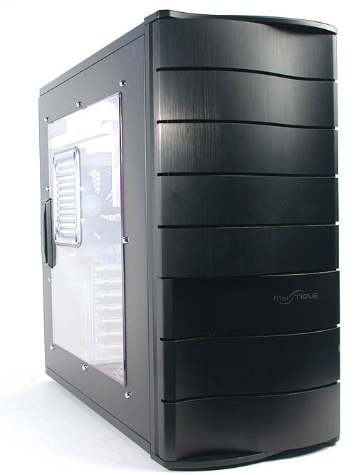The 'wave' like front door resembles another chassis - the Wavemaster series - in Cooler Master's stable of casings. Recycling existing designs perhaps? The model we received was the windowed version, which came with a large transparent plastic window.