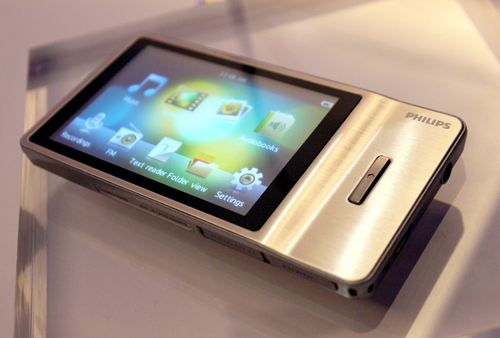 Finally, Philips has a portable media player with a 3.2-inch HVGA touchscreen to boot. The new GoGear Muse comes in a sexy metallic body with a HDMI output. For the audiophiles, you might want to know that it supports the lossless FLAC CODEC as well.
