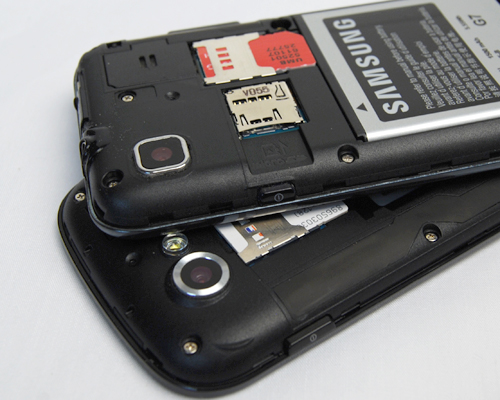 The missing element here – a microSD card slot for the Nexus S (below) as opposed to the Samsung Galaxy S shown on top of it. Fortunatley, the Google phone duly made up for it with 16GB of internal storage, which shuld be sufficienct for most users.