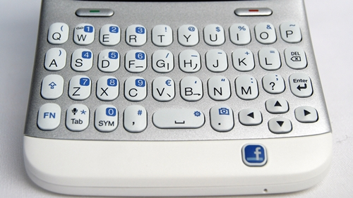 We find the QWERTY keyboard on the HTC ChaCha to be one of the best out there in the market, albeit a tad 'noisy'.