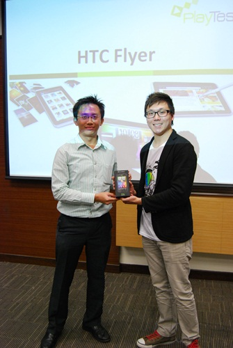 The lucky draw winner, Mr. Oscar N Prawata, posing with Mr. Wayne Tang, Product Marketing Manager of HTC Singapore, and a set of the HTC Incredible S.