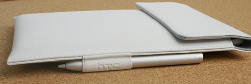 The pouch comes with a side slot to hold the HTC Pen while you travel with the Flyer in its safe 'cocoon'.