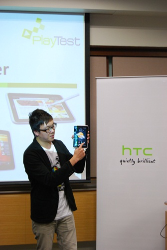 Last but not least, Mr. Wayne Tang, Product Marketing Manager of HTC Singapore, was up on stage introducing HTC's latest tablet, the HTC Flyer. The tablet comes with the latest HTC Sense UI 3.0 as well as new HTC Scribe technology.