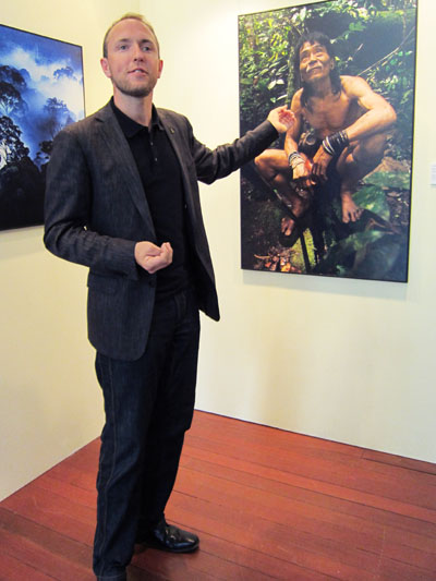 Mattias Klum with his portrait of tribal headman Tebaran.