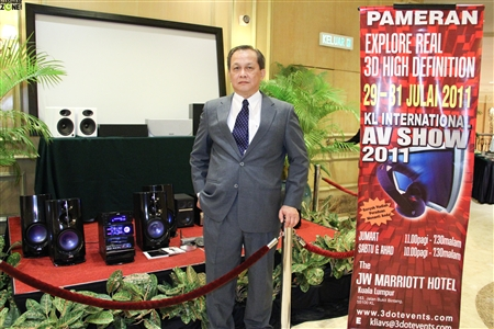 Dick Tan, the Chairman of the Organizing Committee with some of the prizes for lucky winners at the start of the show