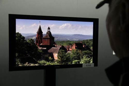 "Canon showed the 8-megapixel video and still images on a series of professional grade 30"" monitors. The intent is for them to be eventually introduced in professional design industries."
