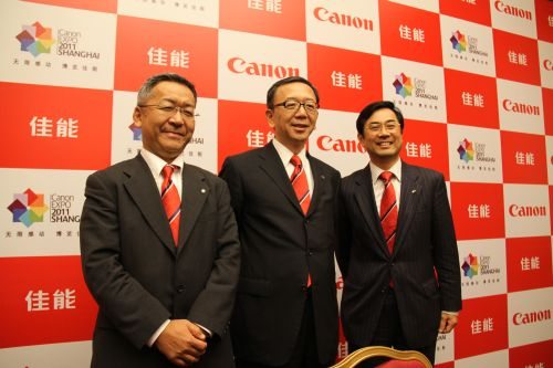 Towards a more personable, approachable Canon brand impression. Mr. Hideki Ozawa (center), President and CEO of Canon China (and President of Canon Asia Marketing Group) enthuses this philosophy during a Q&A session with Asian media. Pictured with him are Mr. Satoshi Kimura (right), President and CEO of Canon Singapore, and Mr. Kevin Kobayashi (left), President and CEO of Canon Hong Kong.