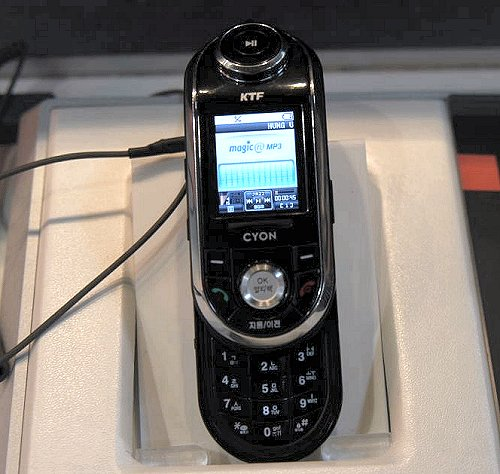 This slide-up mobile phone looks like a tiny MP3 player when closed. In fact, it actually is one. Notice the large play/pause button for music on the KP4700. Now that's a player we want to see in our market soon.