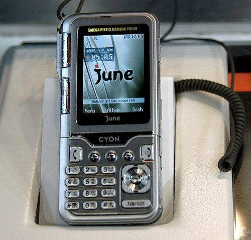 The SV550 is a CDMA handset, but there is a tri-band GSM version with the model number KG920. In both cases, you get a 5.0-megapixel camera with flash. It even takes VGA videos at 30 frames/second to complete its strong set of imaging capabilities.