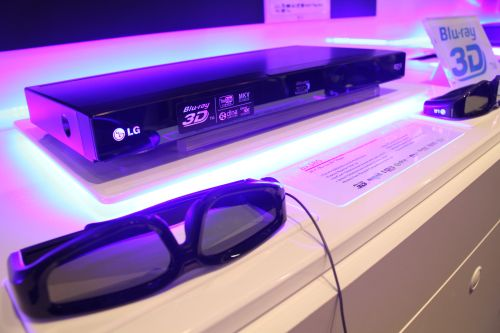 This 3D Blu-ray Disc Player from LG (BX580) plays not just 3D Blu-ray Discs but MKV video formatted content as well. It also utilizes DLNA network technology so you can stream content to and fro other 3D devices via Home Link.