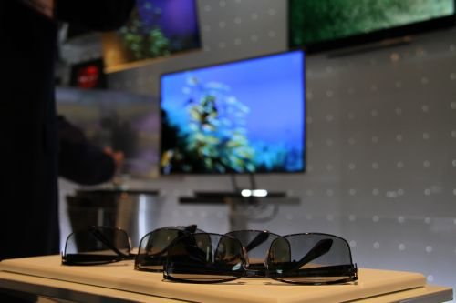 While the 3D tech used on the LG 3D OLED TVs is passive (not active), we particularly liked the cool-looking 3D glasses that were stylish and light.