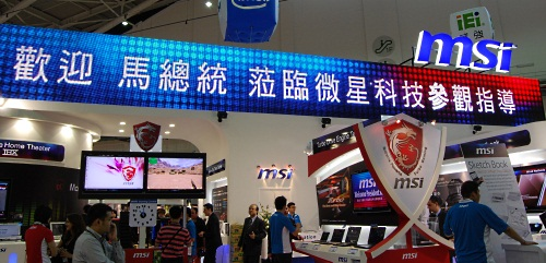 For those who don't understand Chinese, the electronic banner here says MSI welcomes President Ma. The President may not be there when we toured the booth but pro gaming team, Team Fnatic was there to promote MSI's gaming notebooks. Our focus in this article however will be on MSI's impressive range of components, basically your motherboards and graphics cards,