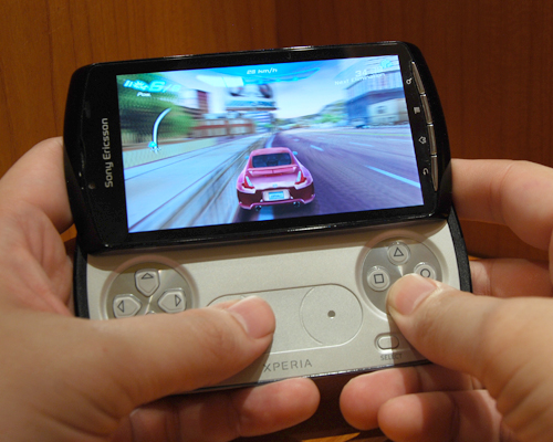 Games such as Asphalt 6 makes full use of the touch-sensitive analog controls and shoulder buttons for a better gaming experience.