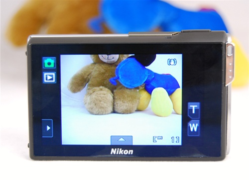 The Nikon S80 relies heavily on its touch functions with almost no physical buttons on the camera. The back is entirely covered by a 3.5-inch OLED screen. As you can see, even the zoom controls are touch-sensitive.