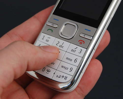 Text users familiar with T9 input will find the C5's numeric keypad a pleasure to use.
