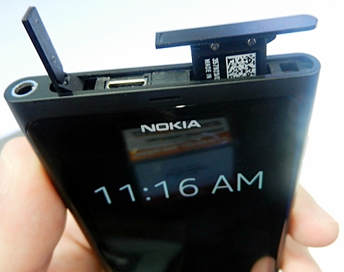 On the top of the Nokia N9, you can find the 3.5mm audio jack, the microUSB port and memory card slot.