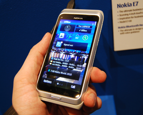 Though similar to the N8, the E7 comes with a larger 4-inch screen.