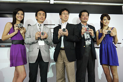 Sony Senior General Manager of the Personal Imaging & Sound Business Group, Toru Katsumoto (centre), was at the launch to promote the NEX cameras, together with Taisuke Nakanishi, Managing Director of Sony Singapore (second from right).