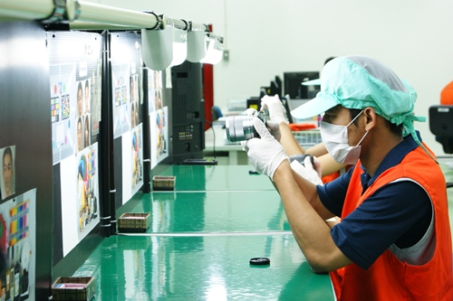 In the Quality Assurance room, workers test the cameras' imaging capabilities with resolution and color charts. During the introductory period, every set is tested. Thereafter, 20 sets per line per shift are tested. (Photo courtesy of Sony)