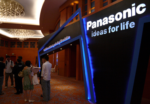 You can call this Panasonic's doorway to a rather glamorous media affair. Held here at the Resorts World Convention Center, we waited our turn before we beheld the new suite of VIERA flat-panel displays. There are 11 models in all.
