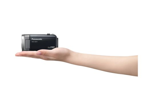 Finally, the SDX1 is a Full HD camcorder that weighs only 185g. When we held it in our hands, we almost thought it was a dummy set until we turned on the power button. It records AVCHD, MP4 and iFrame to a 32GB built-in memory.