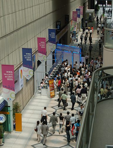 Though a tradeshow, SEK2006 is also opened to the public to satisfy the curiosity of locals and tourists who are eager to take a look at Korean's vision of tomorrow in cold hardware at the show.