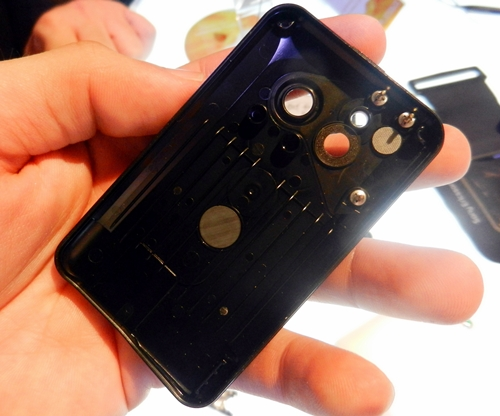 We had difficulties removing the second back cover as it tightly seals the internals of the Xperia active.