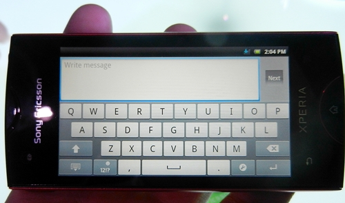 When using the phone in landscape, the virtual QWERTY keyboard is sufficiently spaced on the 3.3-inch screen of the Xperia ray.