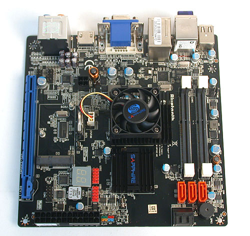 Sapphire has chosen a mini-ITX form factor, though we were initially surprised by the presence of SO-DIMM slots.