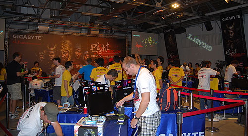 Controlled chaos is the norm at such overclocking contests.