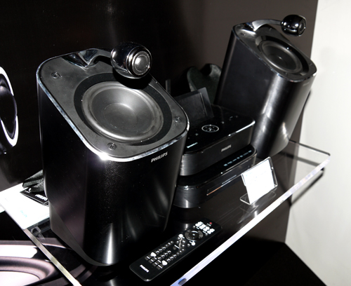The MCi900 Stremium isn't your conventional micro system for sure. It features a pair of bug-eyed tweeters above its woofers, and houses an internal 160GB hard drive for your audio files as well. The MCi900 has a recommended retail price of S$1,299, and like the rest of the obsessive range, it is poised to reach you by end June 2010.