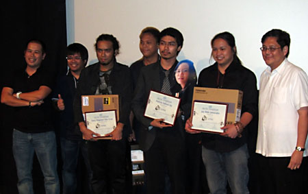The Intel Digital Showdown's big three, joined by Mr. Randy Kanapi, Intel Philippines marketing manager (leftmost), RA Rivera, local filmmaker (second from left), and Intel Philippines country manager, Mr. Ricky Banaag (rightmost).