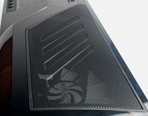 The top of the casing is dominated by this large ventilation mesh, while underneath sits the installed 200mm fan with blue LED lights. There's also a filter and space for another 200mm fan (optional).