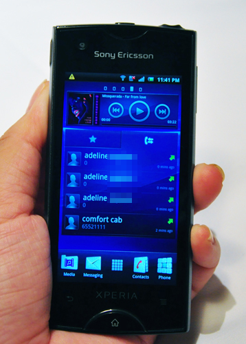 The Xperia Ray features five home screens that give users easy access to frequently used apps. Sony Ericsson previously featured the smart four-corner UI on the Xperia mini series to increase user accessibility. Likewise, the company has also added a special touch to the Xperia Ray - a nifty widget that facilitates easy one-touch calling on its small screen as seen in the picture above.