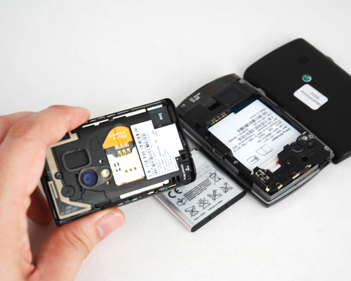 After checking out the X10 mini pro's removable battery, we were surprised to see a non-removable one on the X10 mini.