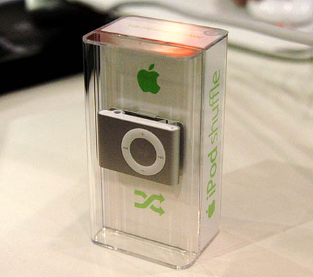 After much delay, the iPod shuffle (v2.0) has finally made its appearance in Singapore at Sitex 2006. Only the 1GB edition that's retailing for $138 is available currently.