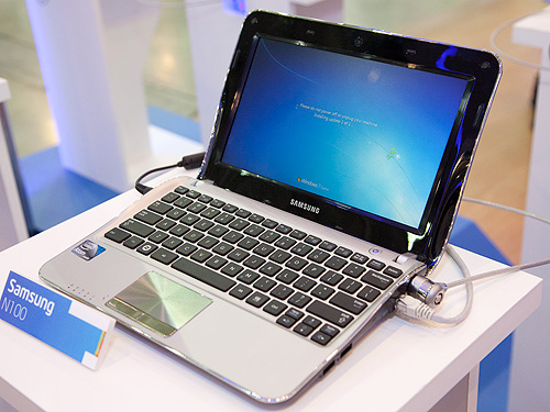 The Samsung N100 netbook based on the Atom N435 seen here running Microsoft Windows.