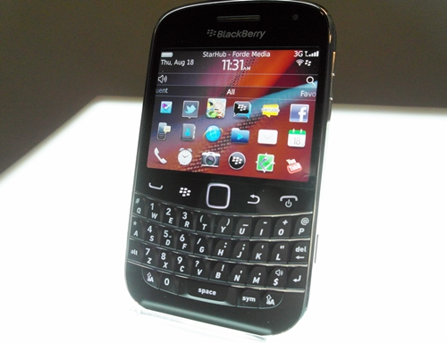 We felt that RIM has done an excellent job with the design of the BlackBerry Bold 9900, which exudes a high-end premium look and feel,