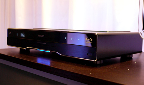 If you aren't already impressed by its smooth and metallic looks, you might want to know that this BD deck also carries Philips Qdeo Kyoto G2 video processor as part of its hardware. The BDP9500 is also friendly with DivX files as well as Dolby TrueHD and DTS-HD MA lossless surround formats.