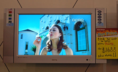 Grab a large LCD TV for your bedroom with this very affordable BenQ 32-inch LCD TV at only S$1688.