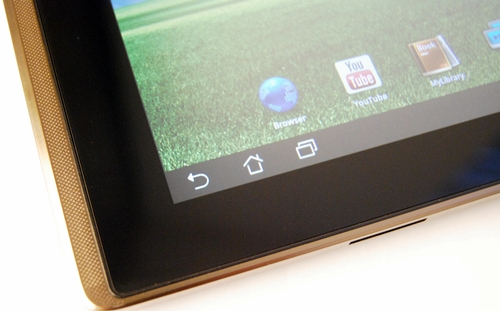 The black bezel occupies quite a significant amount of space on the front of the ASUS Eee Pad Transformer, which could be put to better use.