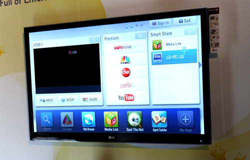 "Most of LG's Smart TV features can be found on its Home Dashboard as shown here. Its integrated applications will reside under the Premium ""card"", while DLNA media streaming devices will be listed under the Smart Share ""card"". Note that the LG Apps icon residing on the lower launch pad is inaccessible as yet."