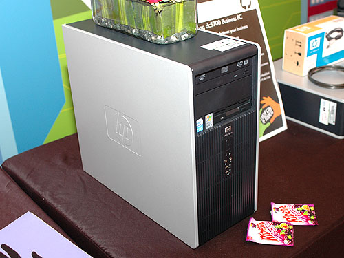 The HP Compaq dc5700 also comes in the microtower form factor - allowing IT managers the flexibility to deploy the same machine in different styles.