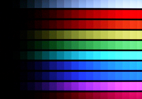 Color Scales Test - The BRAVIA EX400 offered very pristine whites and comfortable color gradations. It might not be too apparent here, but the primary colors have a tendency to fade to black before the secondary colors. Compare the red and magenta strips.