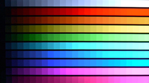 DisplayMate's Color Scales Test - Samsung's D7000 has the potential to deliver pristine whites and vivid colors. While it isn't very obvious in this picture, deeper shades tend to fade to black a little too abruptly.