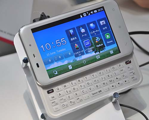 Among the sea of smartphones spotted at docomo's booth was this WinMo 6.5 based handphone.