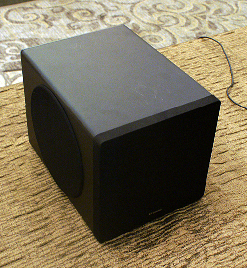 The DSx is the subwoofer unit for the new modular speaker systems from Creative and features a 6.5-inch driver in the classic Creative SLAM housing - pretty much the same subwoofer used in some of their other mid-range PC speaker systems.